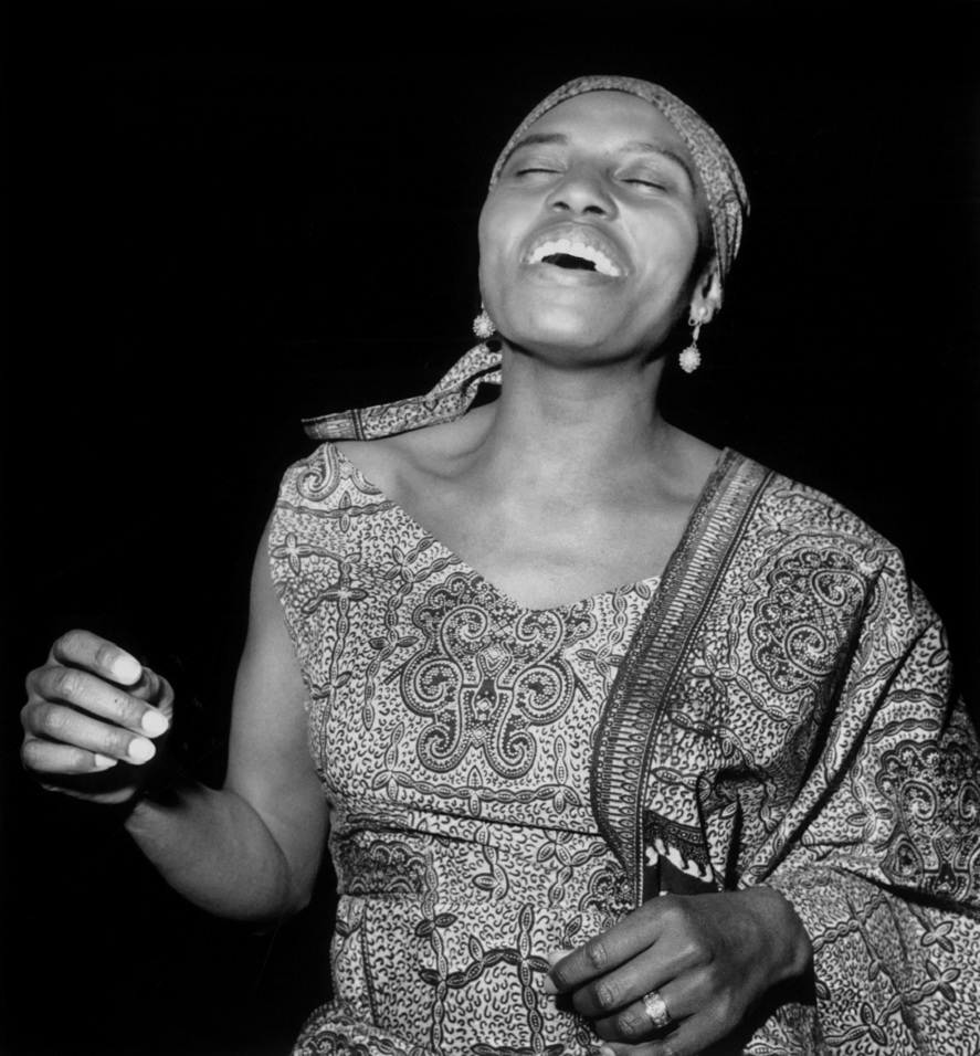 Miriam-Makeba-International-Women's-day-black-woman-afro-african-dress